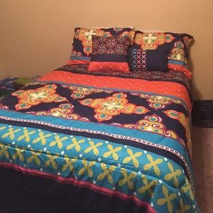 Living Colors 5 Piece Full Size Bed Set Comforter